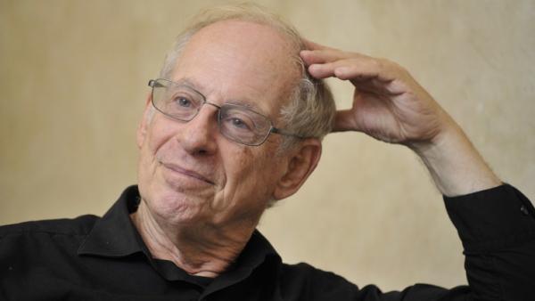 Giáo sư Stephens D. Krashen, người xây dựng và hoàn thiệnhệ thống phương pháp Natural Approach.