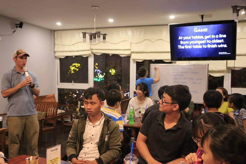 Câu lạc bộ tiếng Anh Vision English Cafe