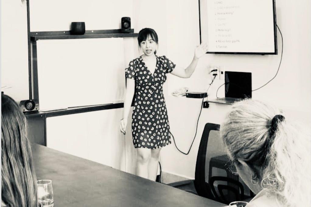 Chuyện cổ tích: Từ mất gốc đến giáo viên tiếng Anh